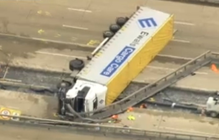 Lorry crashed on M25 between junctions 23 and 25 and brought traffic to a standstill PIC: BBC