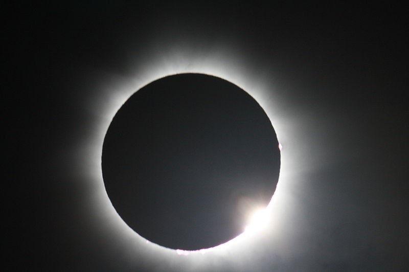 A total solar eclipse, as viewed from Australia in November 2012. A hybrid eclipse will take place on 3 November, 2013. (Photo: Wikimedia Commons)