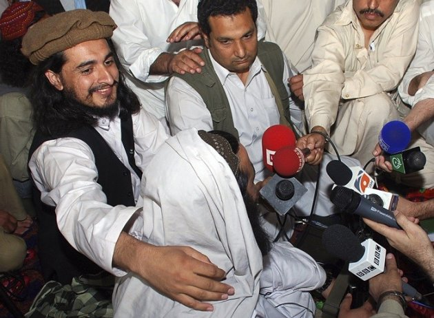 Hakimullah Mehsud with former TTP leader Baitullah Mehsud