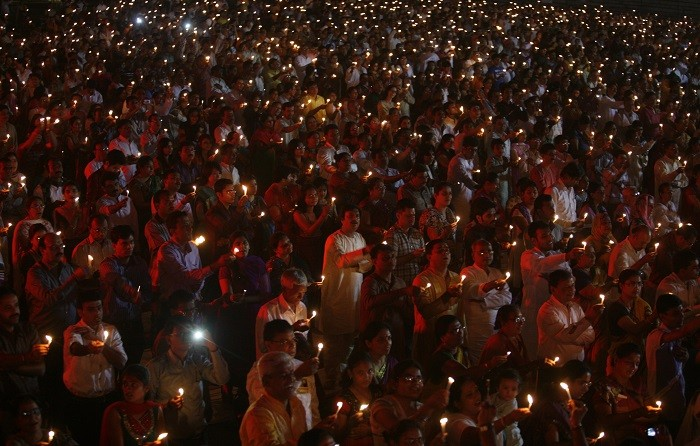 People hold candles during a mass gathering to celebrate Diwali, the Hindu festival of lights, in the western Indian city of Ahmedabad November 13, 2012. REUTERS/Amit Dave (INDIA - Tags: RELIGION SOCIETY)
