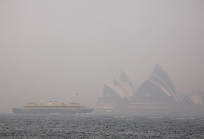Australia's Sydney Opera House engulfed in a smoky haze