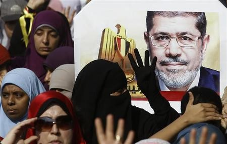 Supporters of the Muslim Brotherhood and ousted Egyptian President Mohamed Mursi take part in a protest against the military and interior ministry in the southern suburb of Maadi, on the outskirts of Cairo November 1, 2013.