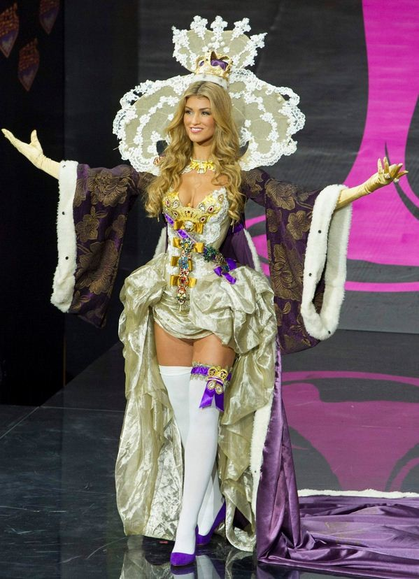 Amy Willerton, Miss Great Britain 2013, models in the national costume contest during the Miss Universe 2013 pageant at Vegas Mall in Moscow. (Photo: Reuters)