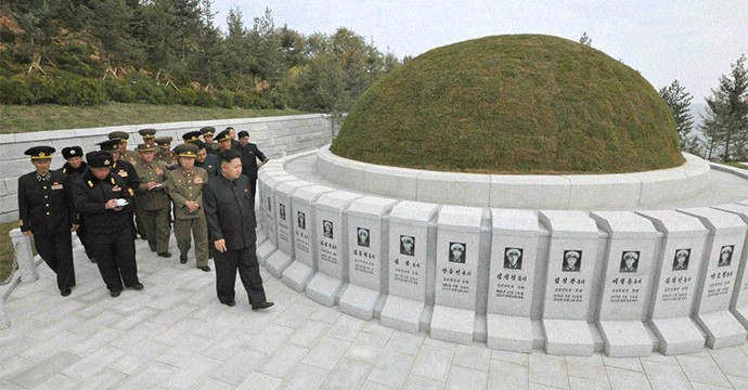 Kim-Jong-un graves sailors