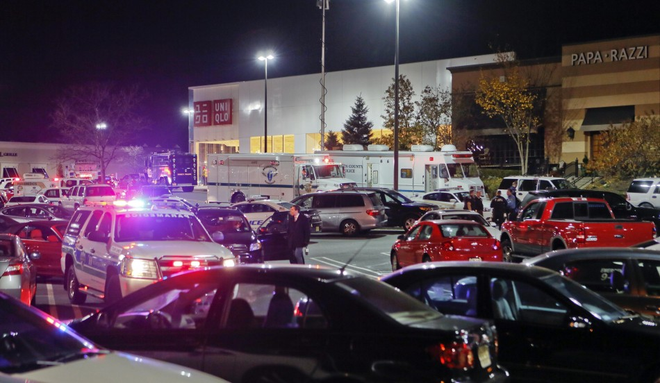 New Jersey Mall Shooting Police Descend On Plaza As Shooter On Loose