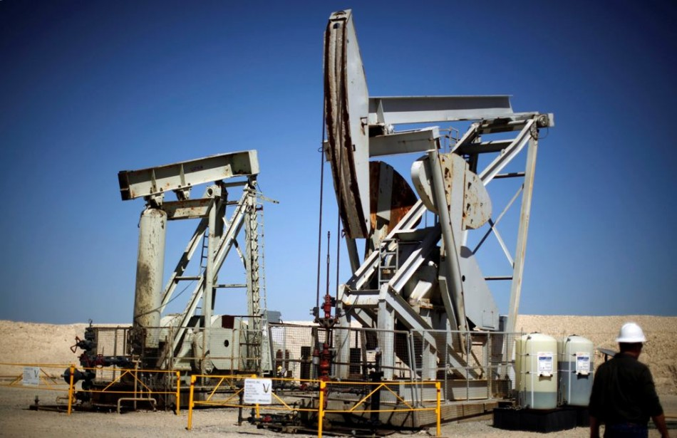 US oil futures near four-month low on US inventory build-up fears