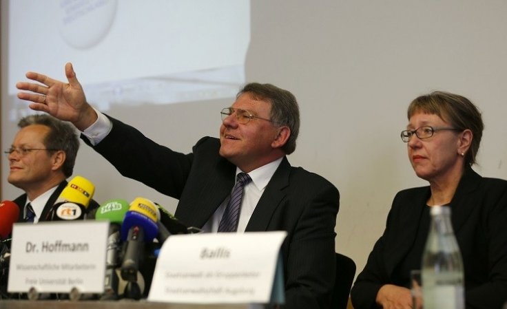 Augsburg state prosecutor Reinhard Nemetz (C) gestures as he and expert art historian Meike Hoffmann (R) from the Berlin Free University address a news conference in Augsburg some 60km (38 miles) west of Munich November 5, 2013 (Photo: Reuters)
