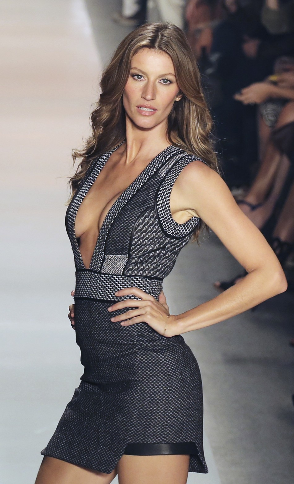 Why Is Gisele Bundchen Worth 128,000 Per Day-1621