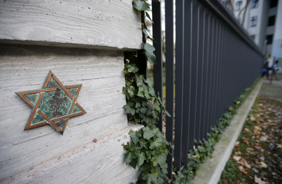 A Star of David is pictured on a fence at Grosse Hamburger Strasse Jewish cemetery in Berlin, October 31, 2013 (Photo: Reuters)