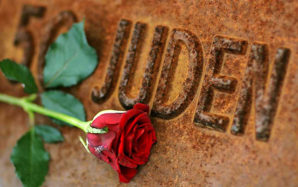 A red rose lies at Gleis 17 (platform 17) holocaust memorial at a former cargo railway station in Berlin-Grunewald, to mark the Kristallnacht, or Night of Broken Glass (Photo: Reuters)