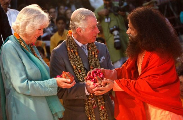 The royal couple follow the sage's instruction to perform religious rituals. (Photo: Reuters)