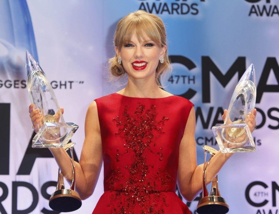 Country Music Association Awards 2013: Taylor Swift Honored with Pinnacle Award(Reuters)