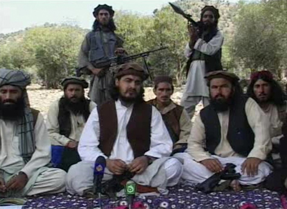 File still image taken from video shows Pakistani Taliban chief Hakimullah Mehsud with other militants in South Waziristan