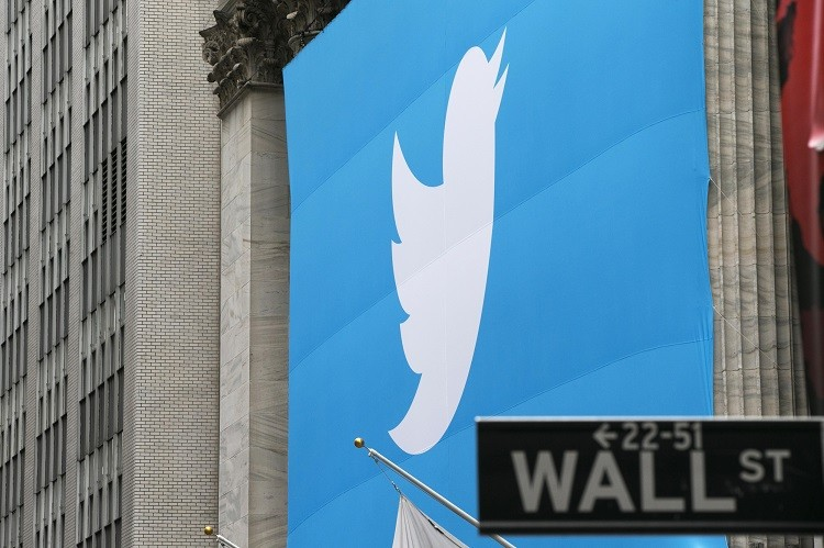 A sign displays the Twitter logo on the front of the New York Stock Exchange (Photo: Reuters)