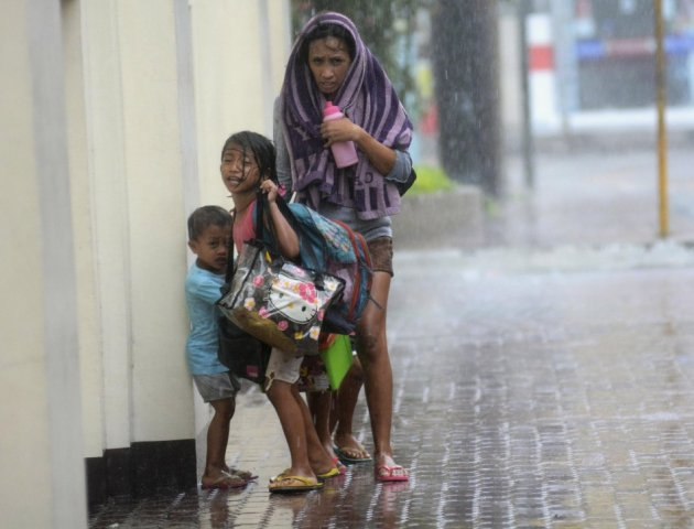 Typhoon Yolanda Landfall: President Orders Search and Rescue Measures