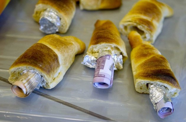 Money concealed in pastries that the German customs agency Zoll seized during an anti-money laundering operation, is displayed before the agency's annual statistics news conference at the finance ministry in Berlin March 16, 2012 (Photo: Reuters)