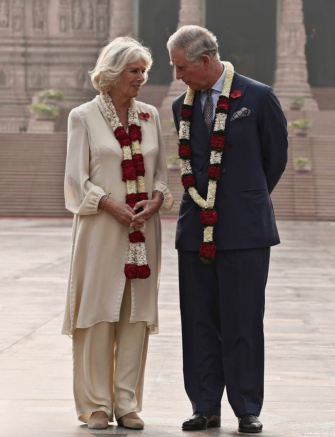 Camilla wore an Indian outfit to the temple in New Delhi. (Photo: Reuters)