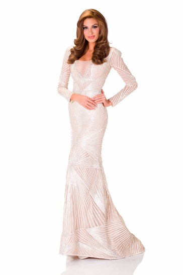 Clad in a stunning sequinned evening gown, Isler was the cynosure of all eyes[MissUniverse.com]