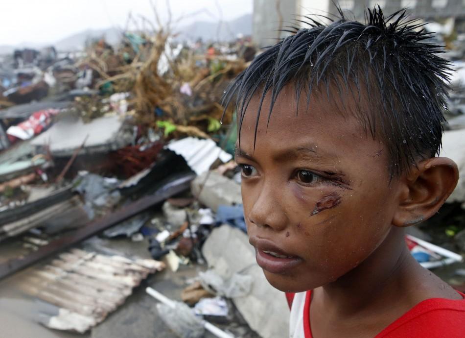 Typhoon Haiyan kills at least 10,000
