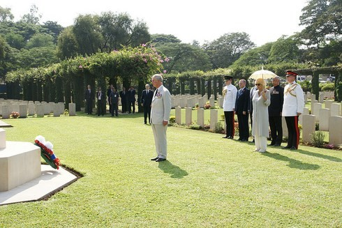 Prince Charles laid a commemorative wreath at a Commonwealth cemetery in Pune, while The Duchess looked on and observed a silence. (Photo: THE BRITISH MONARCHY)