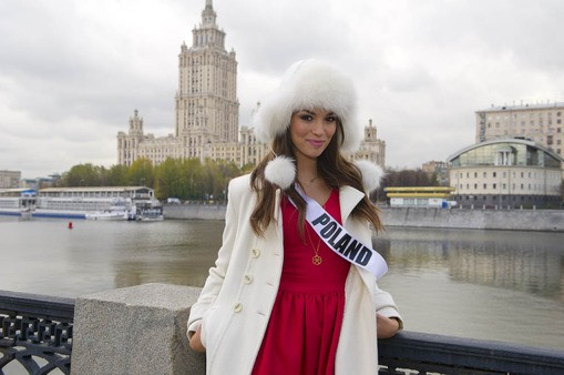 Paulina tours Moscow city after arriving for Miss Universe 2013 pageant. (Photo: HO/Miss Universe L.P., LLLP)