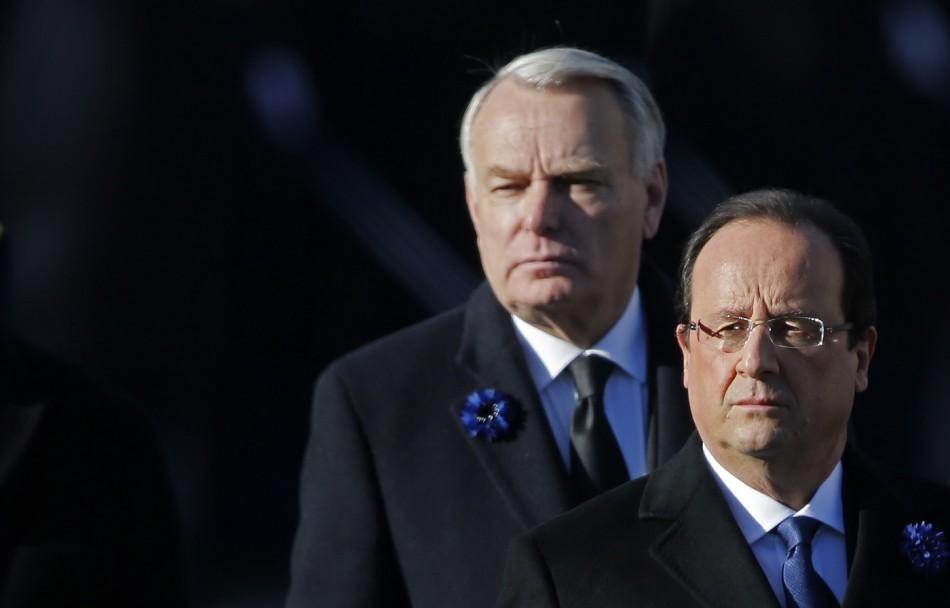 Hollande Paris booed