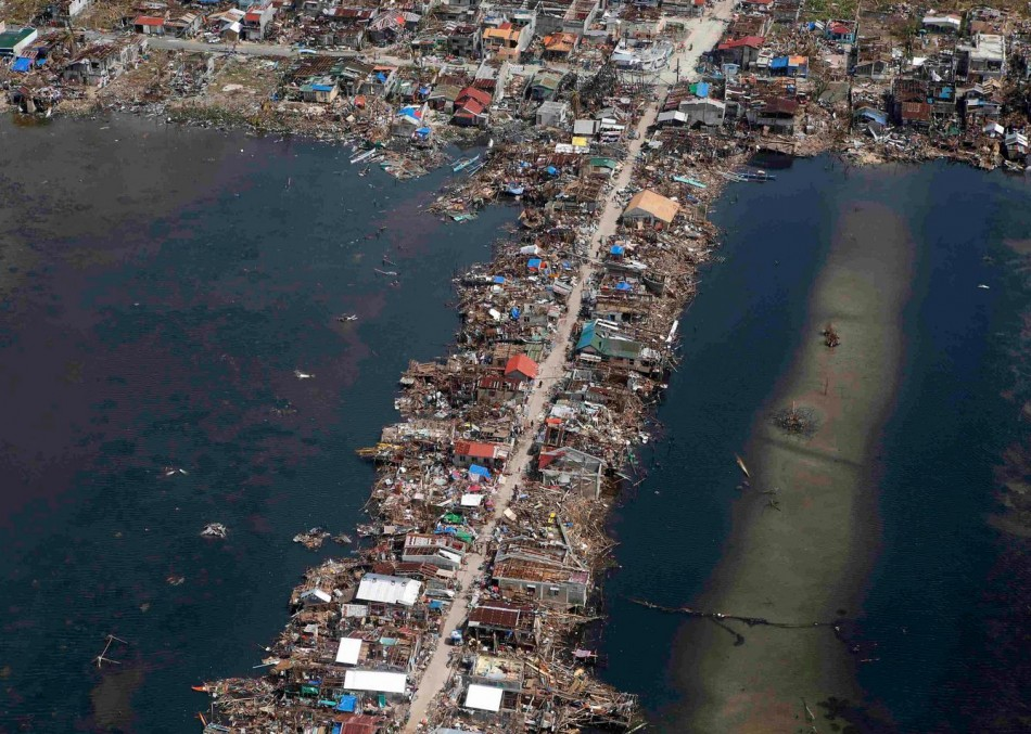 A battered a town in Samar province in central Philippines (Photo: REUTERS/Erik De Castro)