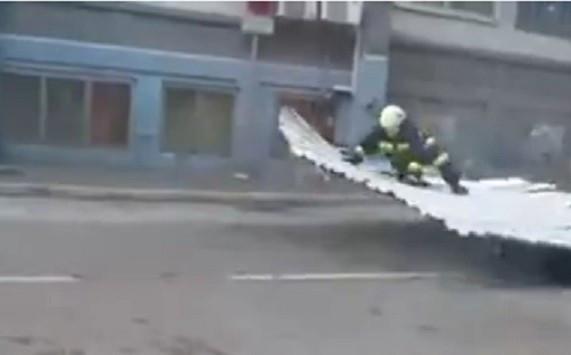 Firefighter lifts off during high winds in Rijeka, Croatia PIC: Liveleak