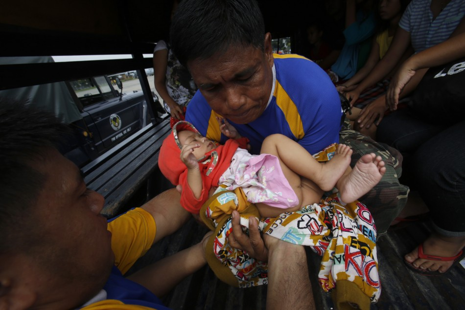 Heart-Rending Images of Typhoon Haiyan's Devastation