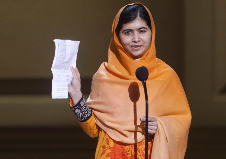 Malala Yousafzai speaks after receiving her award during the Glamour Magazine Women of the Year event in New York, November 11, 2013. (Photo: REUTERS/Carlo Allegri)