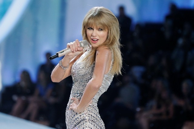 Singer Taylor Swift performs during the annual Victoria's Secret Fashion Show in New York November 13, 2013.