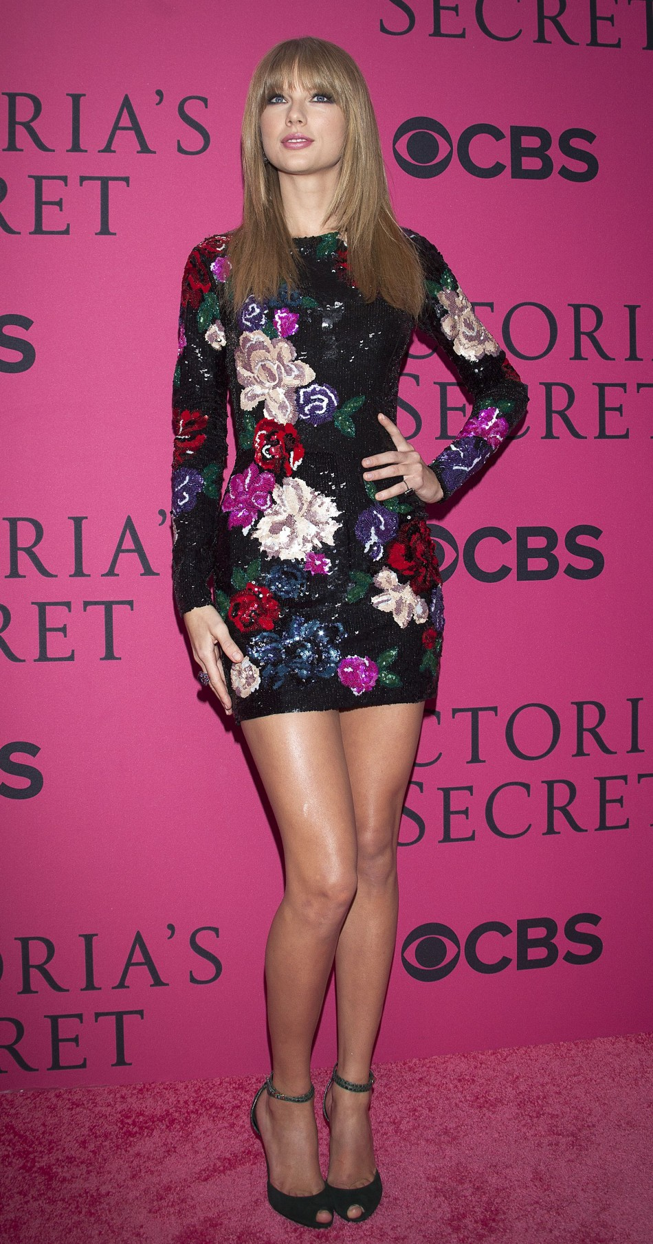 Taylor Swift shows off her catwalk worthy legs in mini dress.