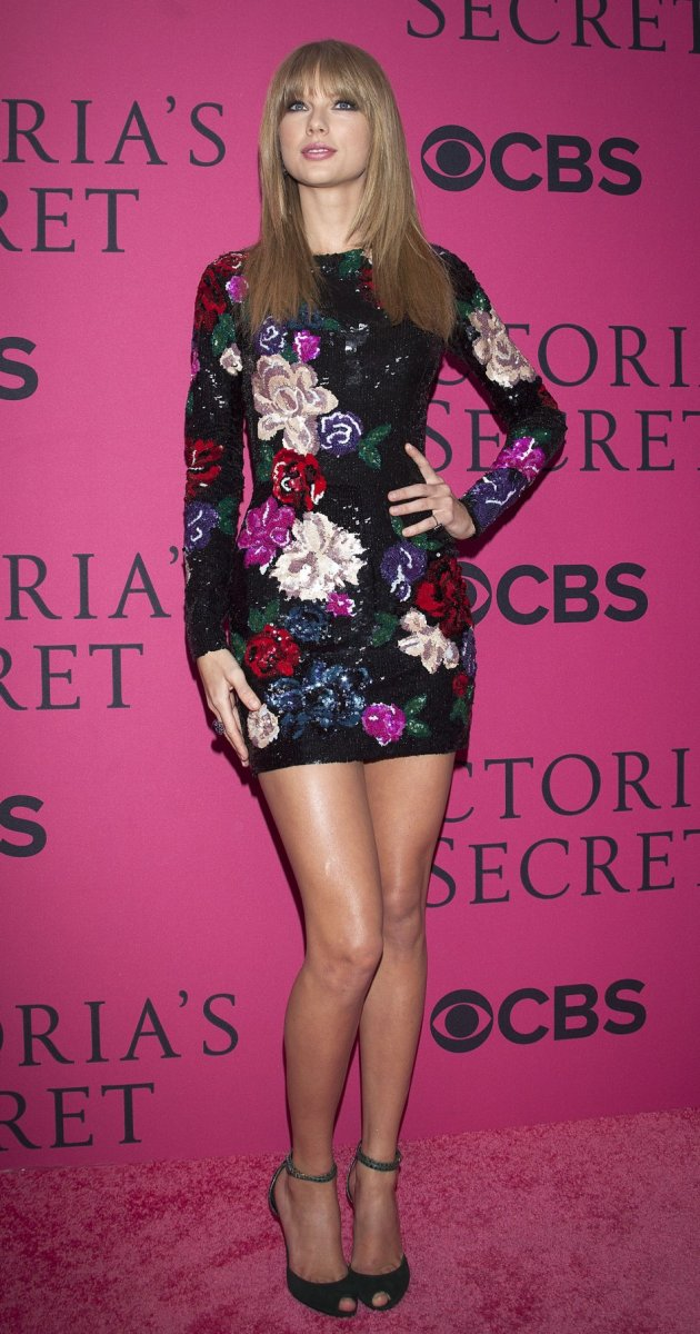 Taylor Swift shows off her catwalk worthy legs in mini dress.