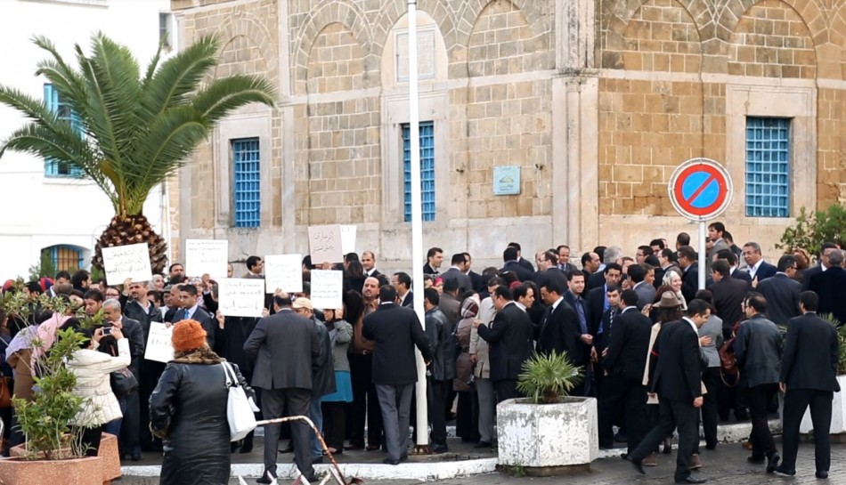 A rally in Tunis outside the government building gathered momentum as IBTimes UK went to interview the finance minister Elyes Fakhfakh (Photo: Reuters)