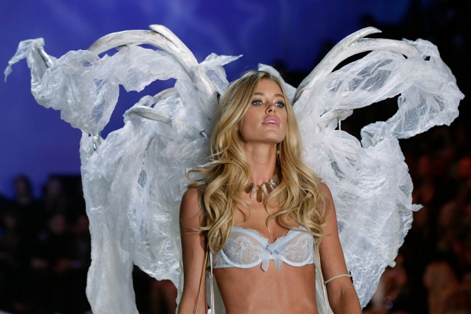 Victoria's Secret angel, Doutzen Kroes presents a creation during the annual Victoria's Secret Fashion Show in New York, November 13, 2013. (Photo: REUTERS/Lucas Jackson)