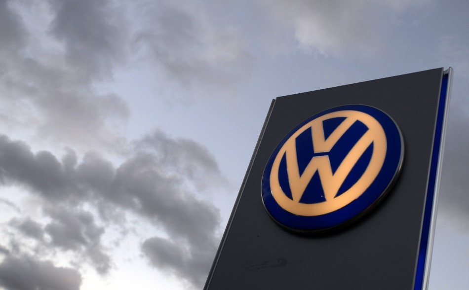 The logo of German carmaker Volkswagen is seen at a VW dealership in Hamburg, October 28, 2013. Volkswagen is due to present company results on Wednesday. REUTERS/Fabian Bimmer