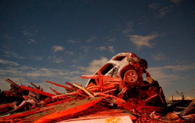 A vehicle sits on a pile of debris from the destruction caused by a tornado that touched down in Washington, Illinois, November 17, 2013. (Photo: Reuters)