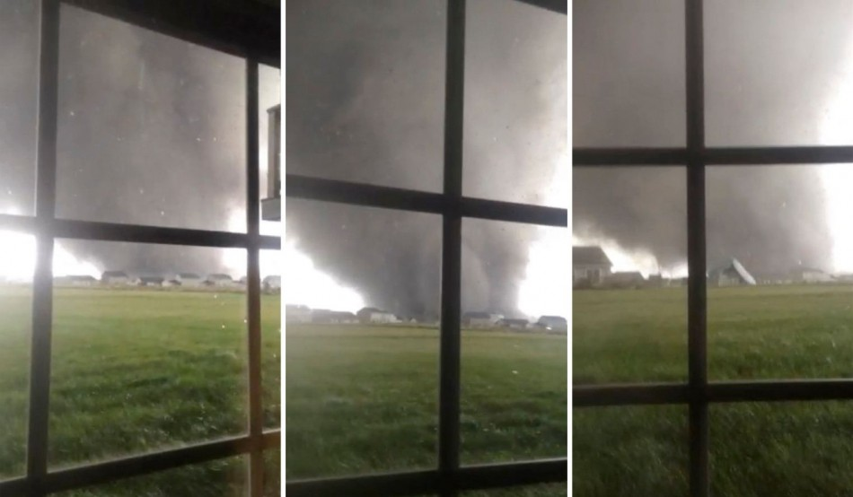 Combination of three video stills shows an active tornado as it touches down in Washington, Illinois. (Photo: Reuters)