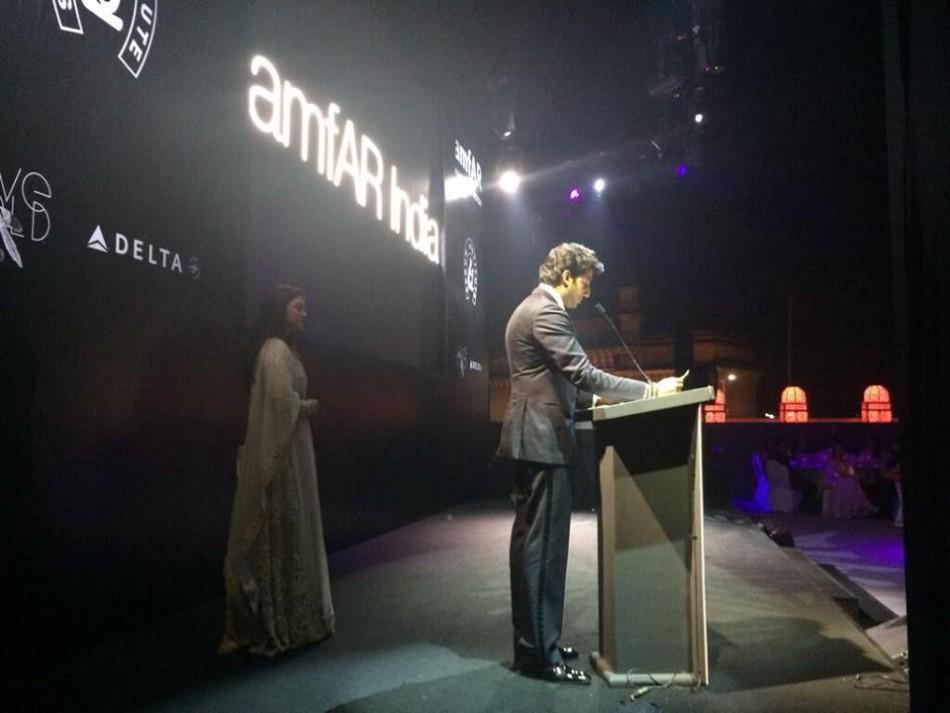 The Brangelina of Bollywood, Aishwarya Rai Bachchan and Abhishek Bachchan's sizzling chemistry was on display [Facebook/World of Aish]