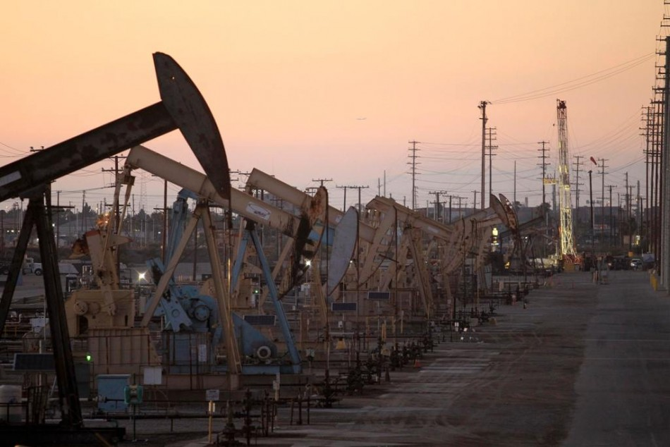 US oil futures rise for the first time in seven weeks
