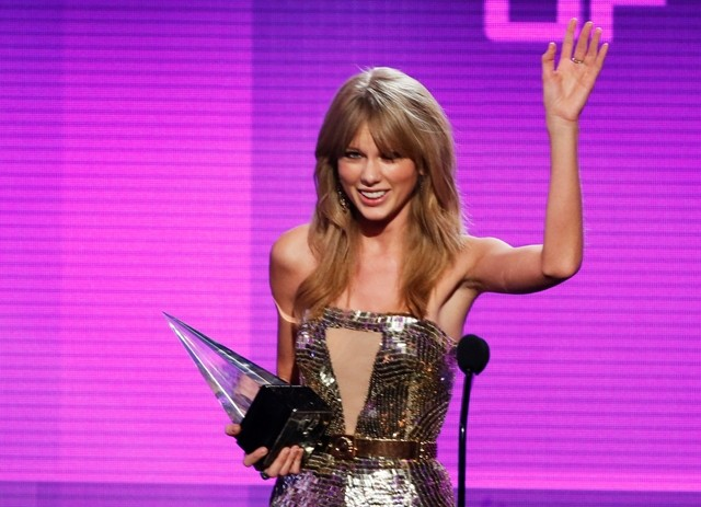 Taylor Swift accepts the artist of the year award
