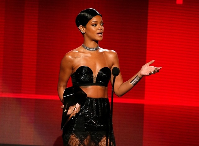 Rihanna accepts the award for favorite soul/R
