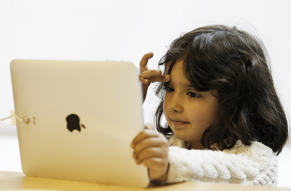Babies Addicted to iPads and Smartphones, Claim Scientists