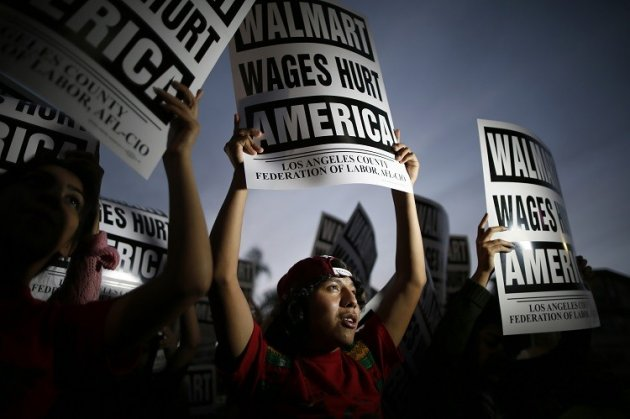 Walmart CEO Mike Duke retires amid worker wage clashes (Photo: Reuters)