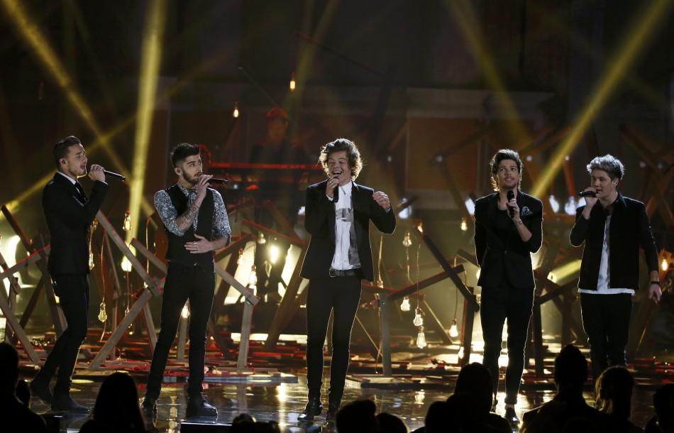 One Direction 'Through the Dark' Music Video Sneak Peek Shown on 1D Day [VIDEOS]