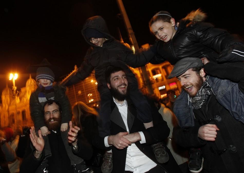 Hannukah: Jews in Hungary celebrating