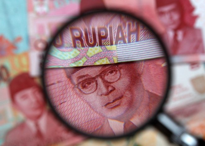 Indonesia's rupiah drops below 12,000 a dollar for the first time since 2009