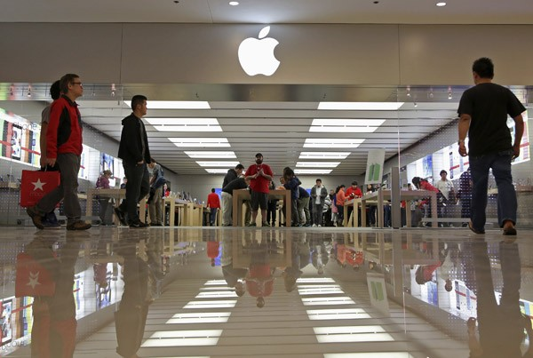 Apple Cyber Monday Deals Drive Share Price Higher
