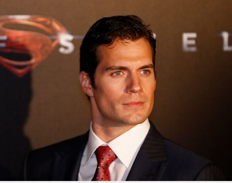 Twilight heartthrob Robert Pattinson lost the world's Sexiest Man title to Superman star Henry Cavill, in a poll conducted by the UK edition of Glamour. (Reuters)