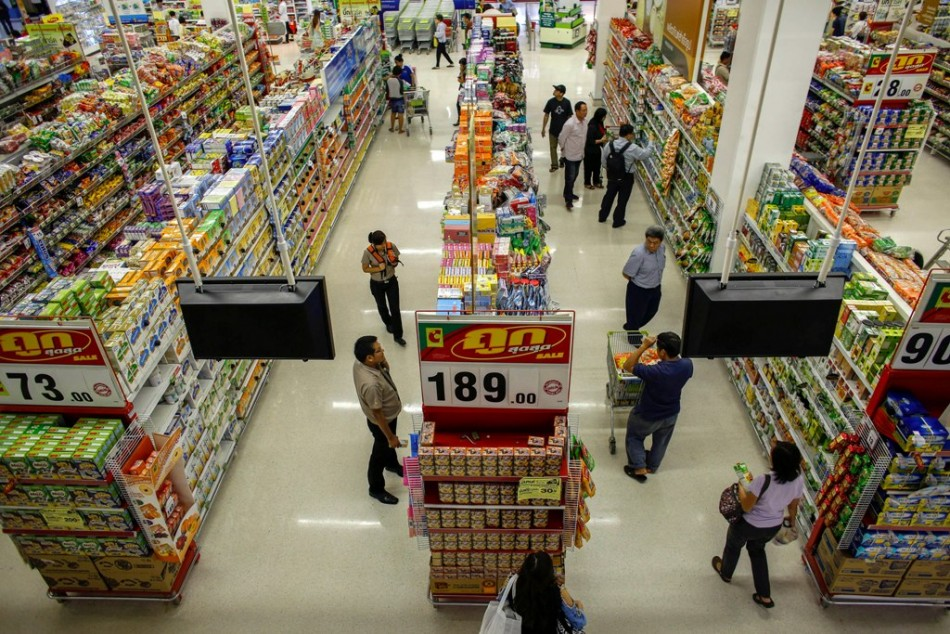 Thai consumer confidence near 2-year low on political turmoil